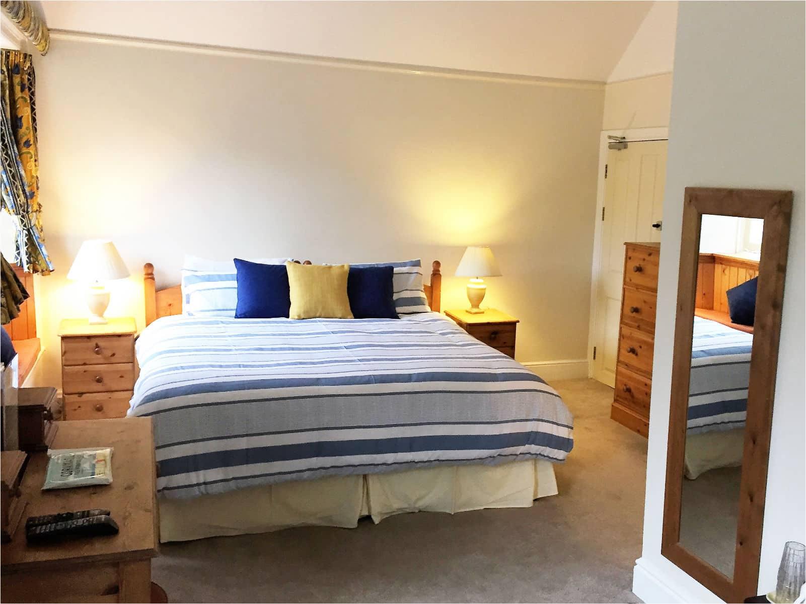 Oak Bedroom Polraen Country House 2