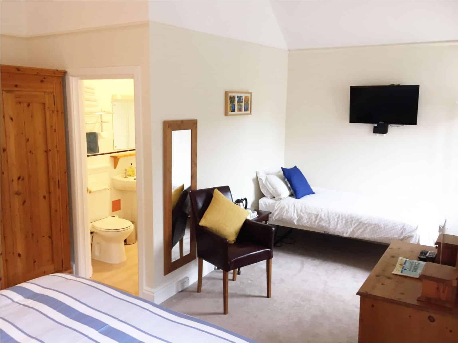 Oak Bedroom Polraen Country House 4
