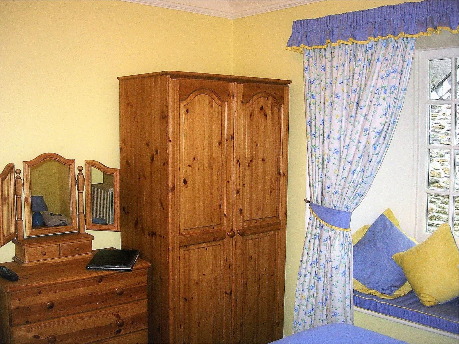 Primrose Bedroom Polraen Country House 2