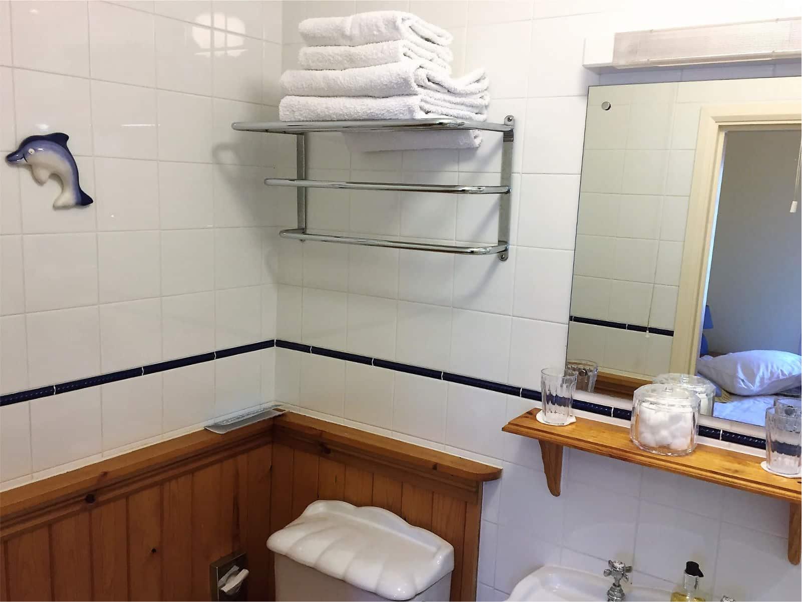 Primrose Bedroom Polraen Country House 3