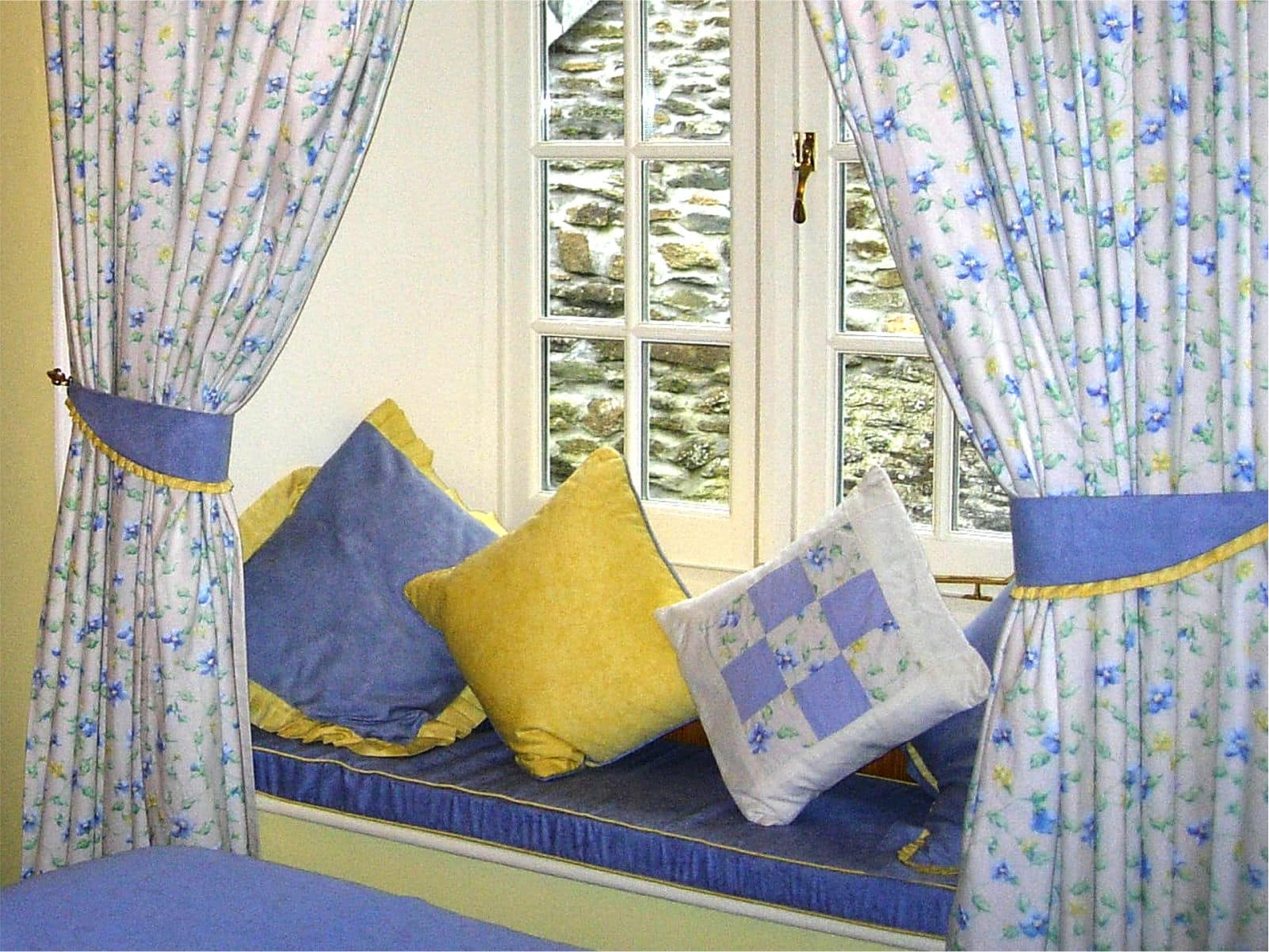 Primrose Bedroom Polraen Country House 4